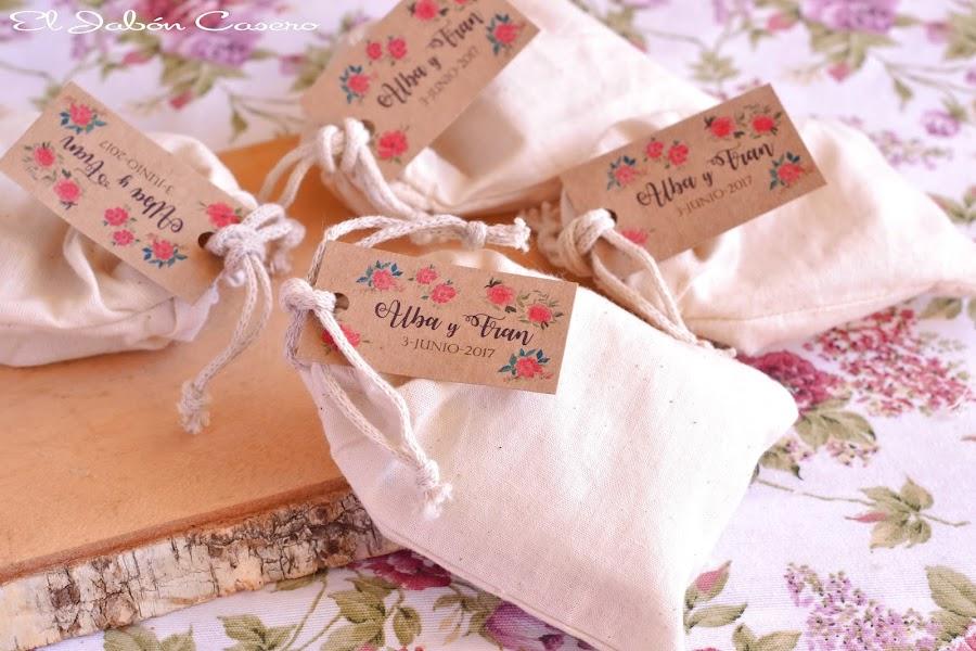Detalles para bodas bolsitas personalizadas con velas y jabones