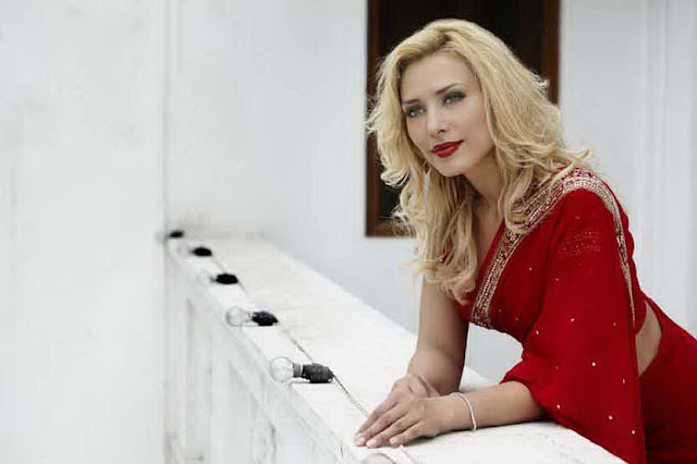 Iulia Vantur Bollywood debut with Randeep Hooda