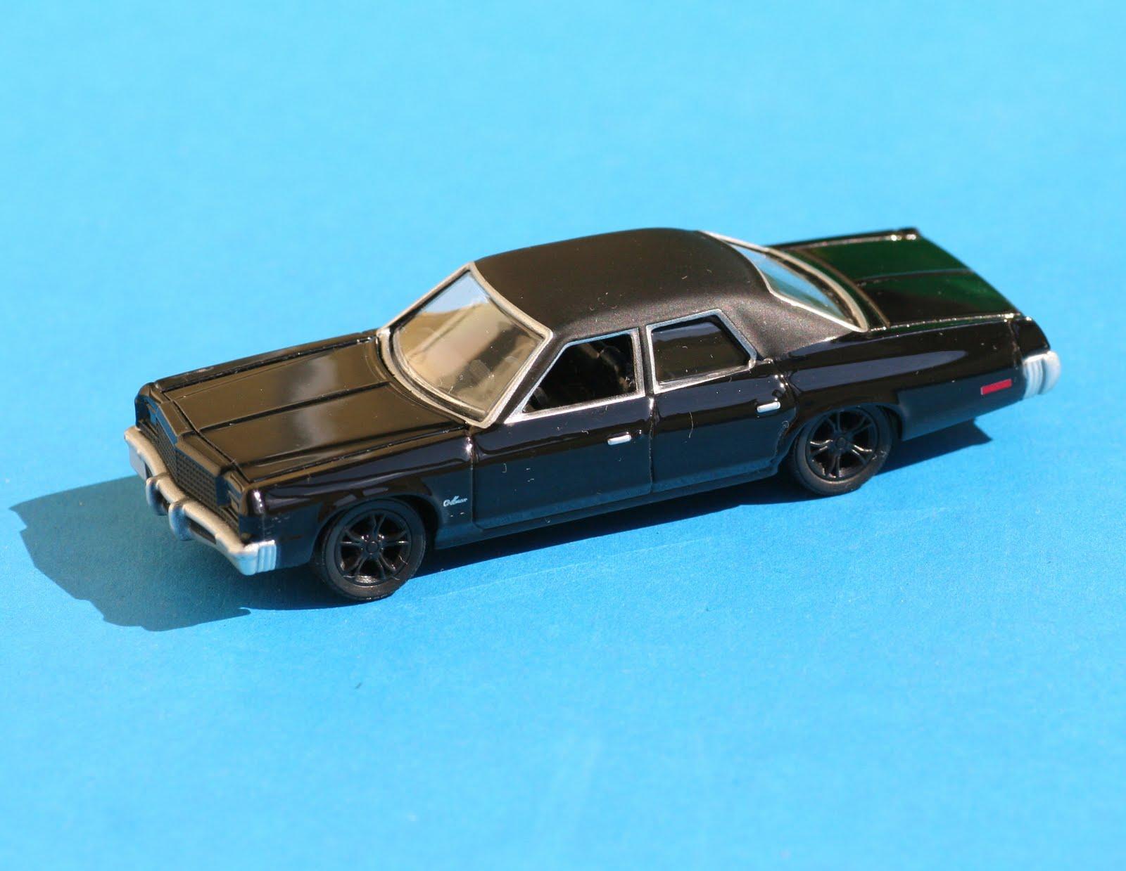 Incredible mini garage dodge royal monaco 1977 greenlight for Garage mini monaco