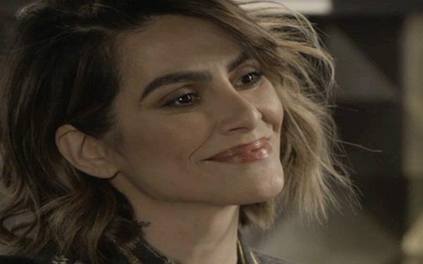 Betina (Cleo) manterá imagem de boa pessoa e enganará parte dos personagens de 'O Tempo Não Para' (Imagem: Reprodução/TV Globo)