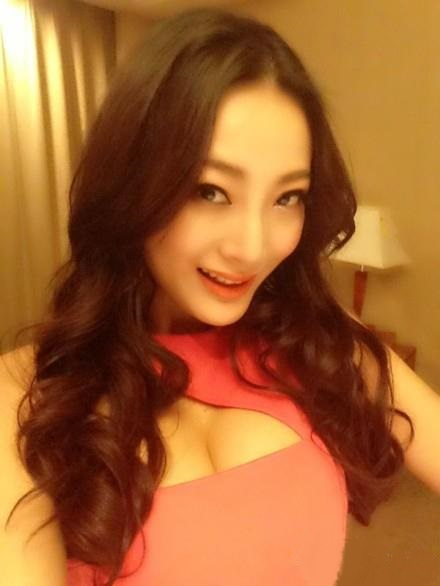 Daniella Wang (一 路向西)内地乳神王李丹