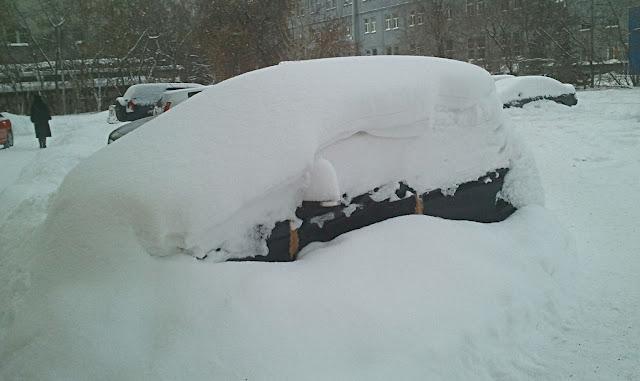 Новосибирск, машина в снегу (Novosibirsk, the car in the snow)