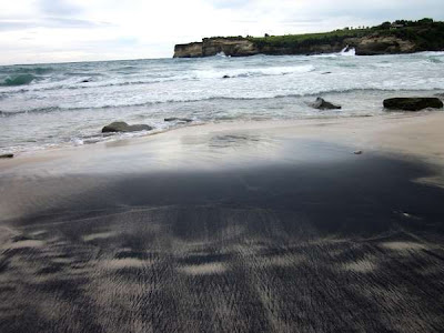 This beach has exotic rocks such equally those inward  BaliTourismMap: The prettiest beach inward Pacitan