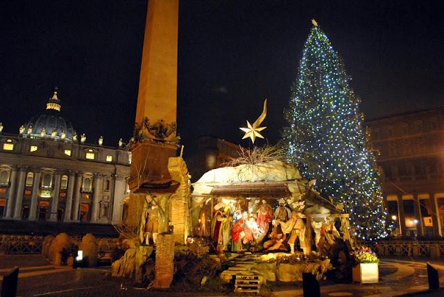 Árvore de Natal e presépios montados no Vaticano