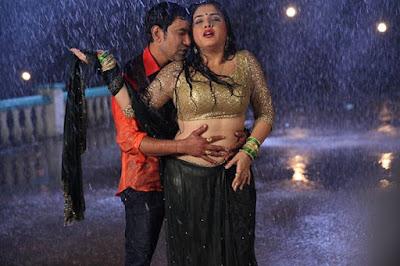 Dinesh Lal Yadav and Amrapali Dubey Hot Photo of Aashiq Aawara Song
