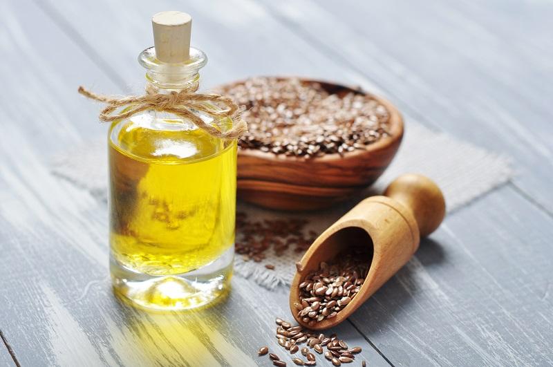 6 Benefícios do óleo de linhaça e como usá-lo