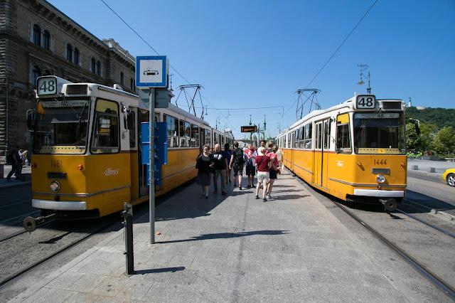 Fermata del tram al Mercato Nagicsarnok-Budapest