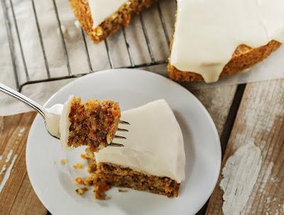 Ciasto marchewkowe z kremem z serka śniadaniowego