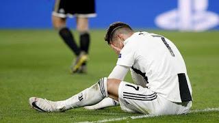لقطات تظهر حزن رونالدو بعد خروج فريقه من دوري أبطال أوروبا