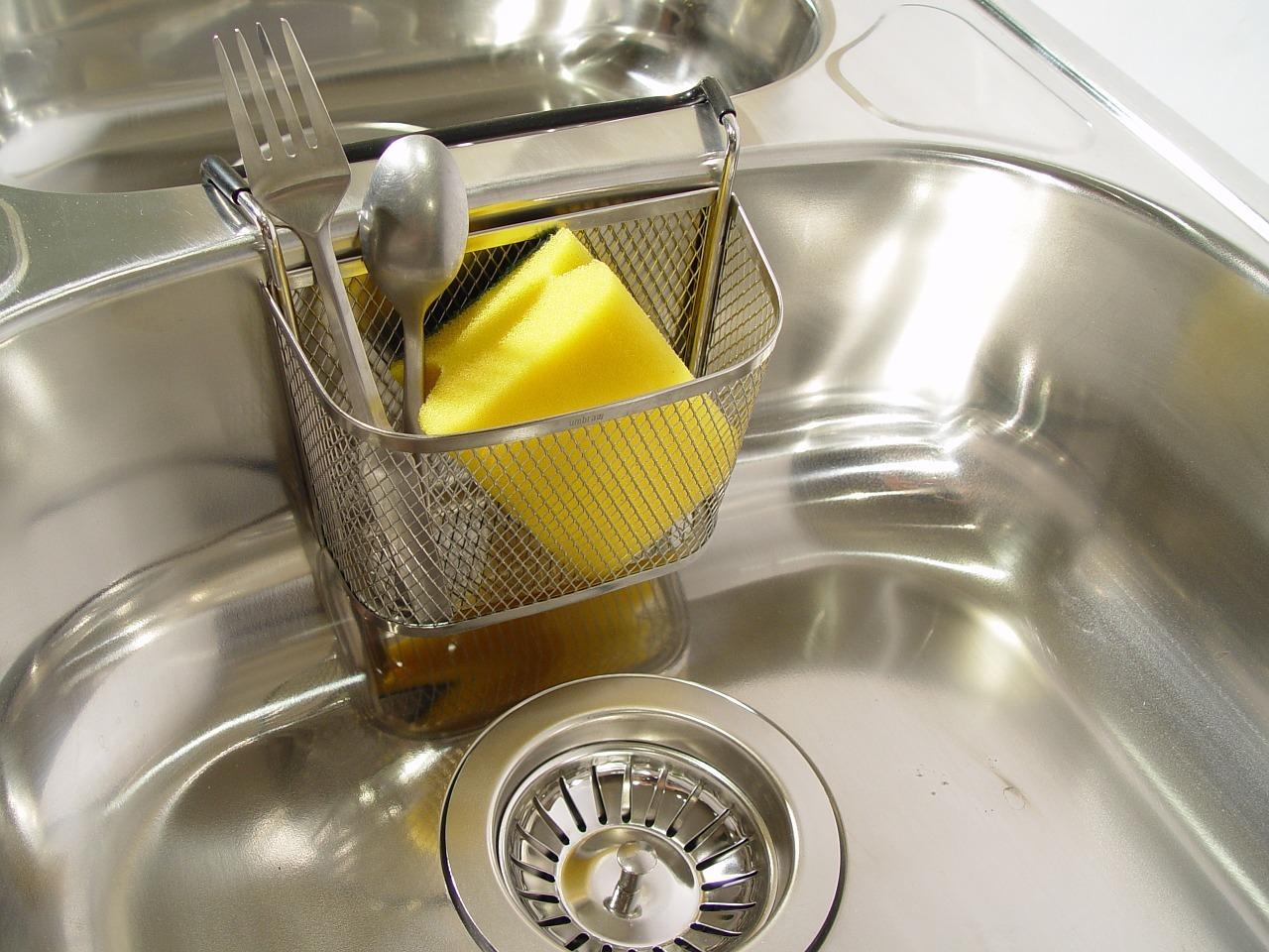 Detergente fai da te per lavelli e piani cottura in for Fai i tuoi piani di casa