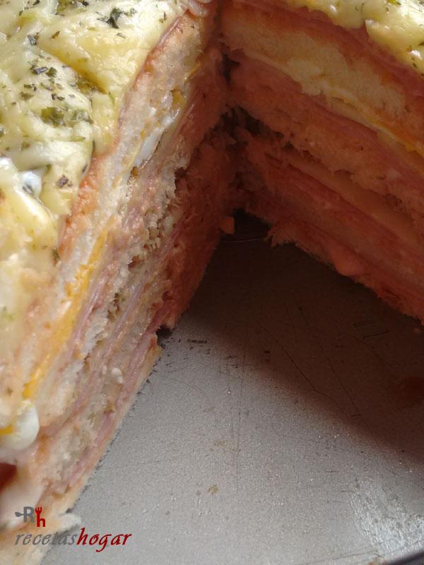 Delicioso sándwich gigante casero