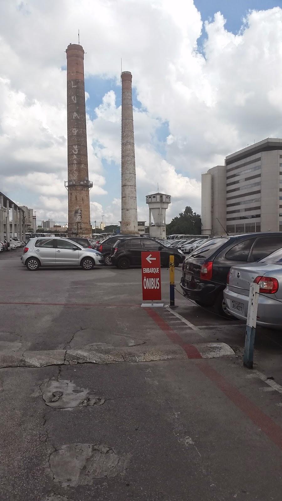 Estacionamento onde fica o ônibus para o Expo Center Norte
