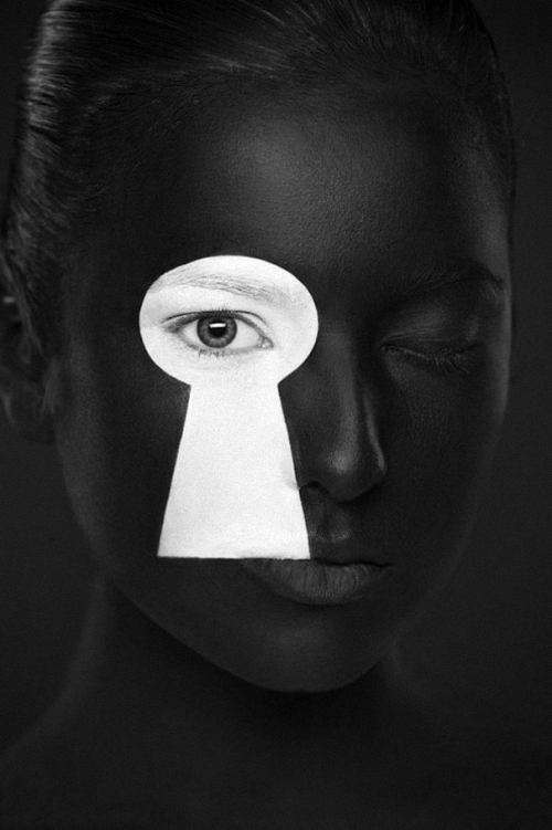 12-Alexander-Khokhlov-Black-&-White-Face-Painting-Photography