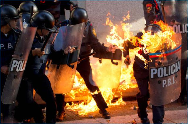 bombas molotov contra guardias y policia
