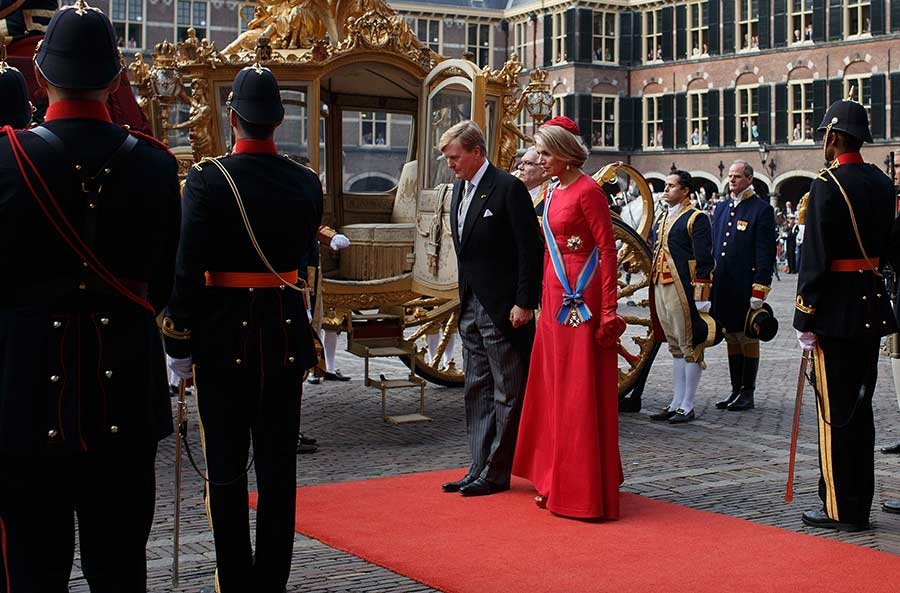 King%2BWillem-Alexander-Queen-Maxima-at-Prinsjesdag-2014-4.jpg
