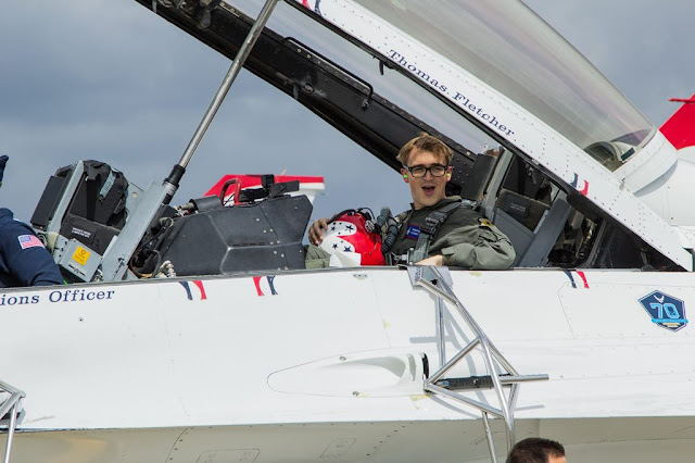 Tom Fletcher of McFly flies USAF Thunderbirds
