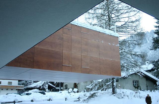 2. Alpine Deconstructivism di Kitzbühel, Austria, oleh Christine & Horst Lechner