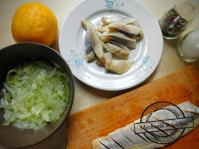 Sałatka śledziowa bez oleju oliwy sok z cytryny zamiast octu świąteczna sałatka śledziowa z cebulką