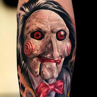 Tatuaje muñeco de El juego del miedo