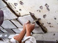 Proses Pemasangan Batu Alam Dengan Teknik Maju Mundur