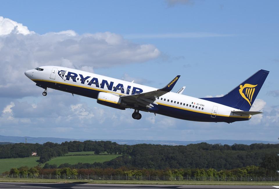 0831ab8f556a Elsőbbségi beszállás díjat és csomagárat emelt a Ryanair és a WizzAir!