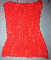 cuello rojo con perlé degradé