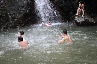 Wisata air terjun singkawang kalimantan barat yang bisa dikunjungi sebagai kolam permandian seru, Riam Sibohe update 2017