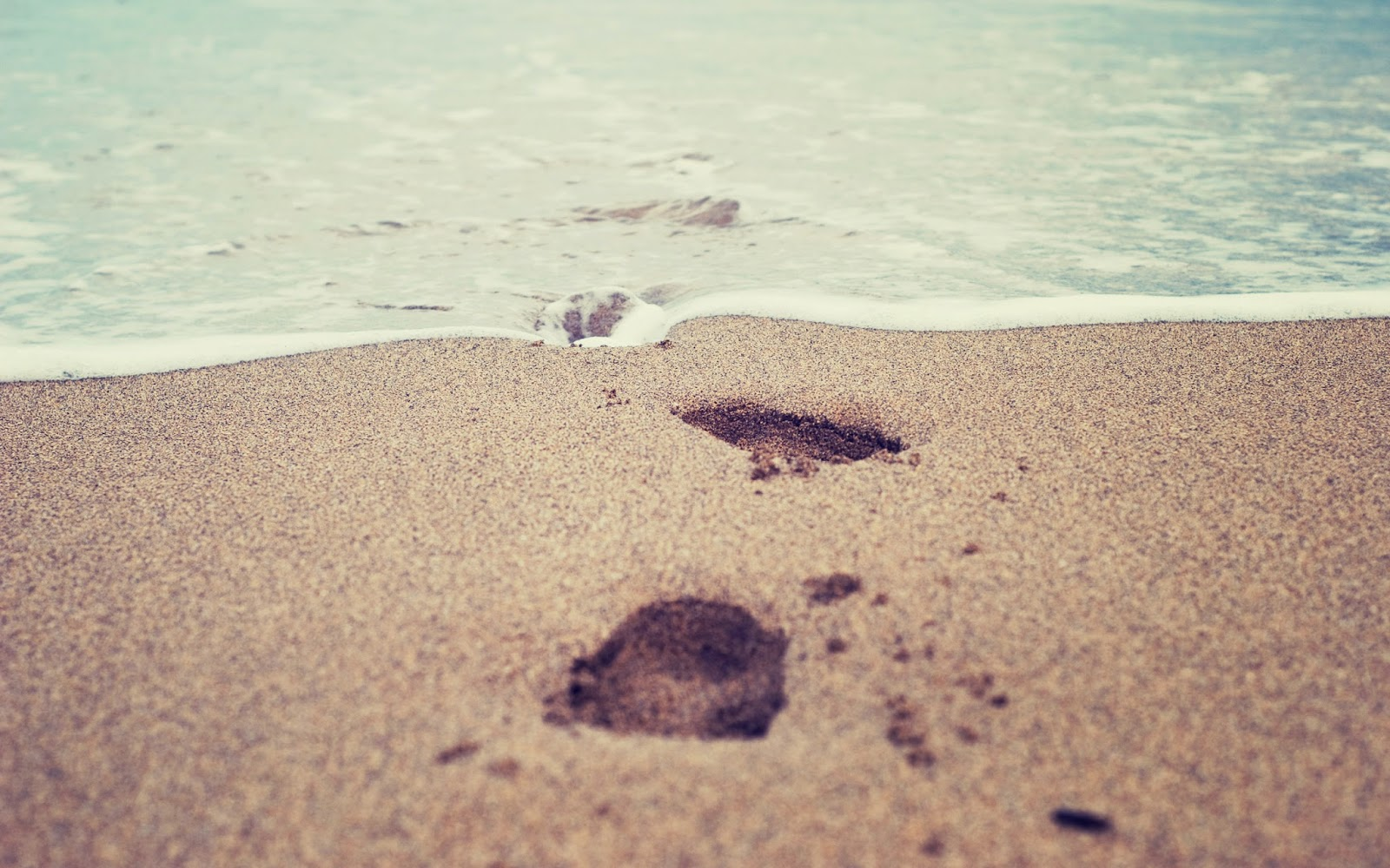 desktop hd wallpapers: footprint in sand beach desktop hd wallpaper