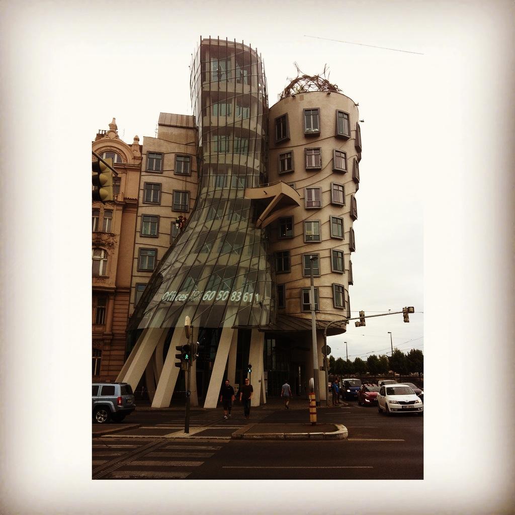 捷克 布拉格(Prague) 跳舞的房子+瓦次拉夫廣場+慕夏博物館+貝特辛山夜景