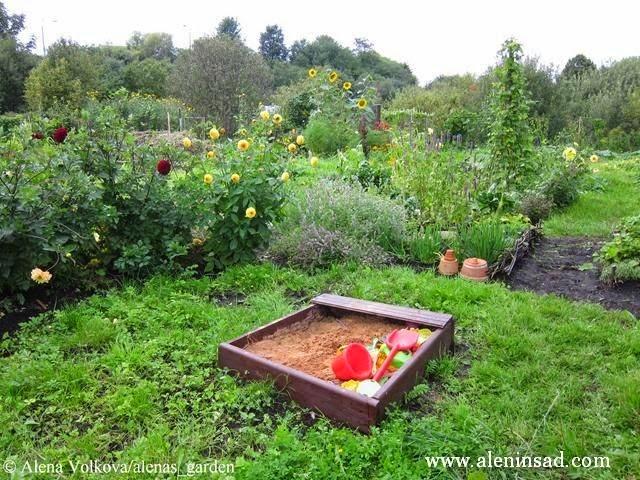 песочница, сад, огород, спанбонд, лутрасил, агроволокно, агротекс, нетканый материал, против сорняков, использование в огороде