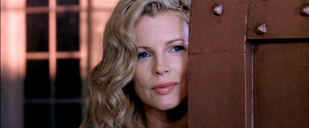 Movie and TV Cast Screencaps: Kim Basinger as Lynn Bracken ...