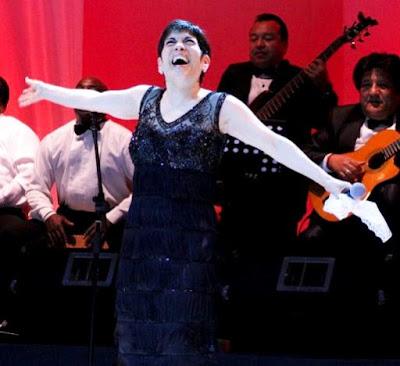 Foto de Cecilia Barraza cantando