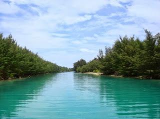 http://www.teluklove.com/2017/04/destinasti-objek-wisata-pulau-air-di.html