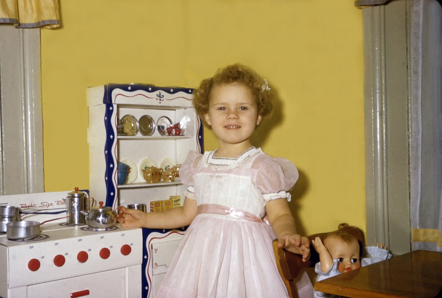Debbie 39 s blog throwback thursday my cousin lynda and for Kitchen set for 9 year old