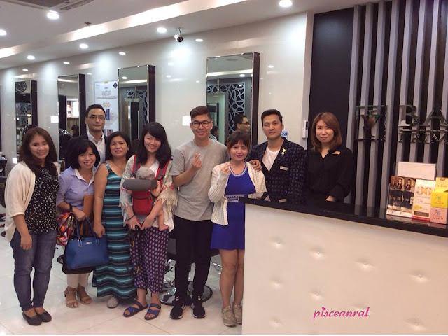 Filipino lifestyle and beauty bloggers with Bang's Megamall crew.