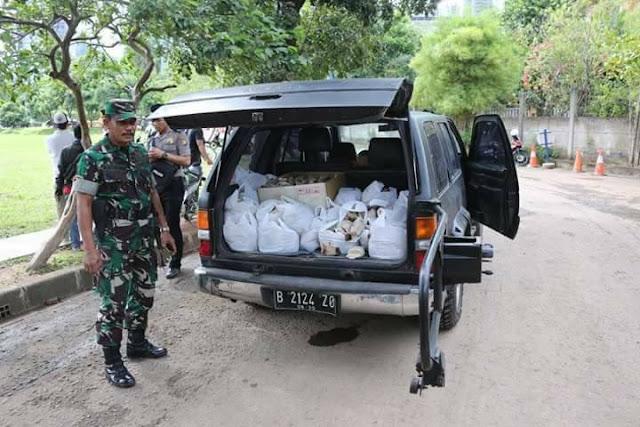Pasukan Nasi Bungkus! Mobil Nasinya Tertinggal Saat Demo di Rumah SBY