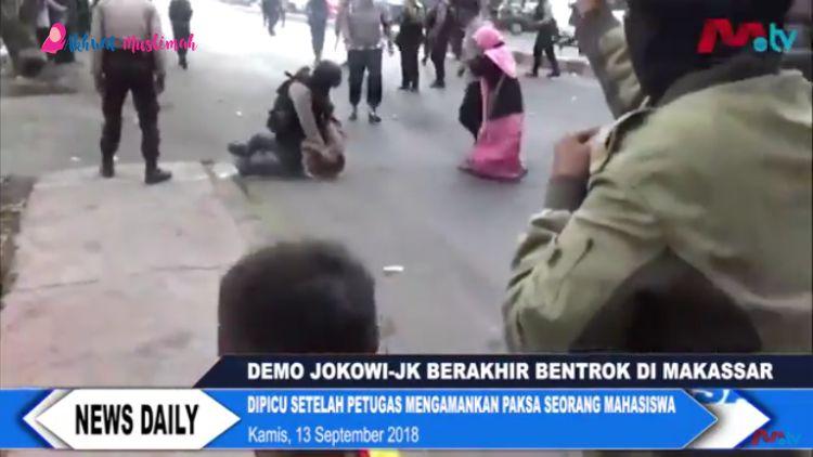 Demo Jokowi di Makassar, Mahasiswa Bentrok Dengan Polisi