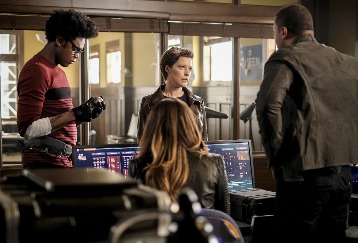 Lyla y Diggle discutiendo en una escena de Arrow