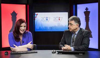 Jennifer Shahade et Yasser Seirawan aux commentaires des championnats d'échecs des USA 2017