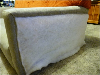 grampeando tecido no braço do sofa