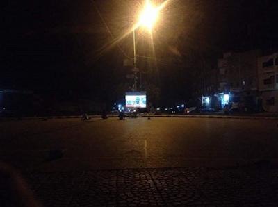 المليشيات الحوثية تنصب شاشات لقناة المسيرة في شوارع الحديدة للتغرير وتعبئة المواطنين اعلاميا.