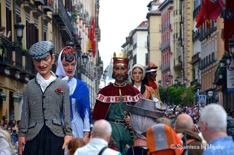 Fiestas de San Isidro en Madrid マドリードでサン·イシドロ祭りの伝統人形