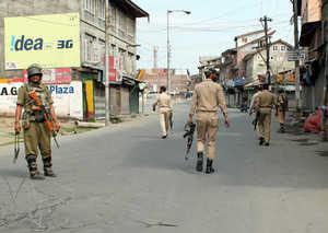 curfew-like-restrictions-imposed-in-sek-downtown-in-srinagar