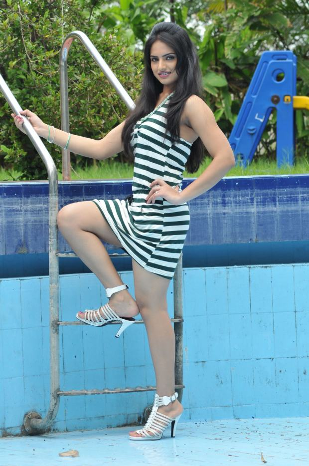 Ritu Kaur in heels, Ritu Kaur legs, Ritu Kaur thunder thighs