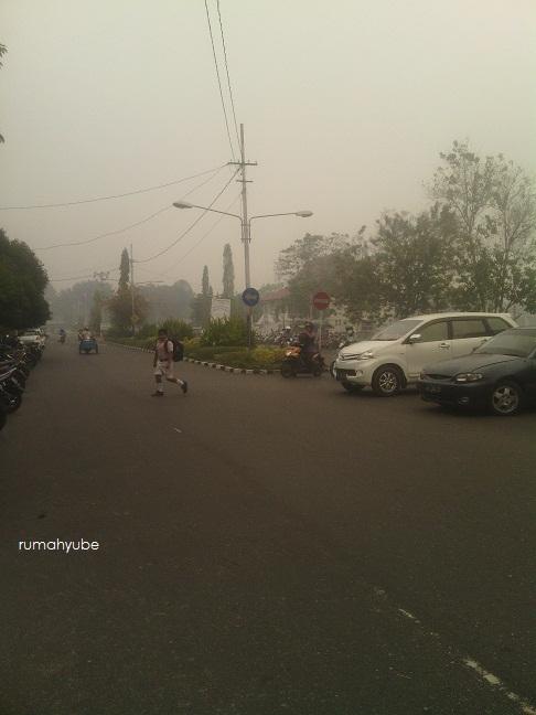 kabut asap di sekitar sekolah