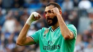 هدية لكريم بنزيما من ريال مدريد واستمرار اللاعب بالفريق