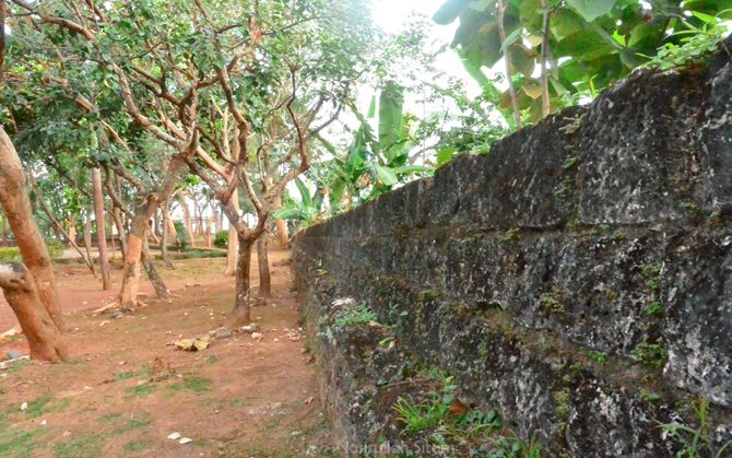 Tembok benteng yang masih berdiri kokoh
