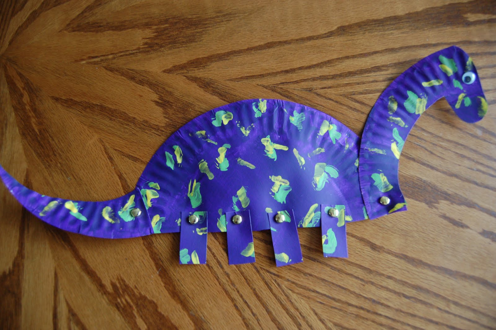 Paper Plate Dinosaurs ~ She's Crafty