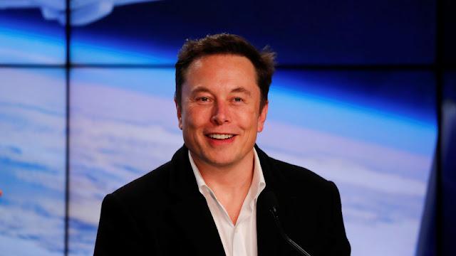 """""""¿Dónde están los alienígenas?"""": Elon Musk vuelve a usar el ruso para contestar en Twitter"""