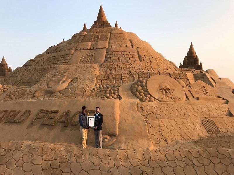 El castillo de arena más alto del mundo ha sido completado en la India